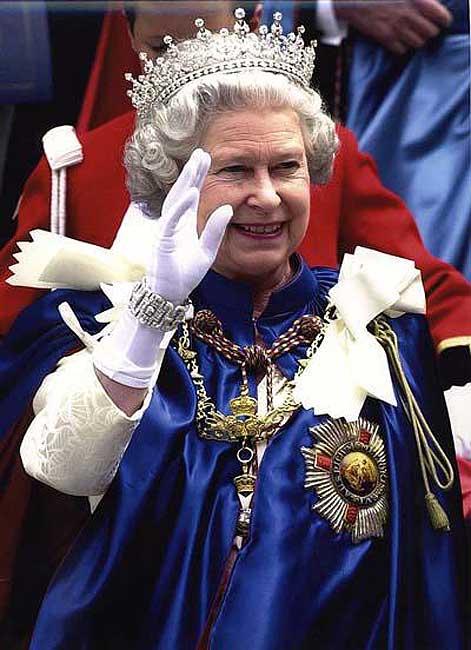 La página de Isabel II en Facebook recibe 100.000 visitas el primer día