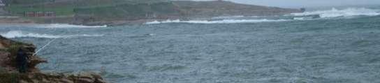 Un pescador, en la costa de San Cibrao (Cervo, Lugo)
