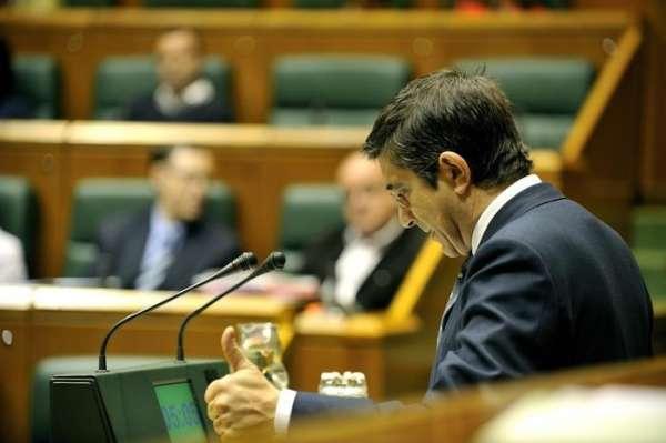 López pide al PNV que no busque