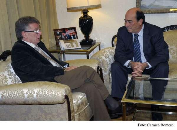 La Diputación colaborará en el desarrollo del Plan Estratégico del Puerto Bahía de Cádiz