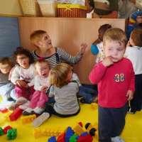 Más de 1.400 menores están bajo la tutela de la Xunta en Galicia y 37 esperan una familia de acogida