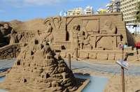Comienzan los trabajos para crear el quinto Belén de Arena en la playa de Las Canteras
