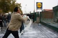 Un centenar de ganaderos protesta ante Lactalis en Valladolid por el pago de la leche por debajo del coste de producción