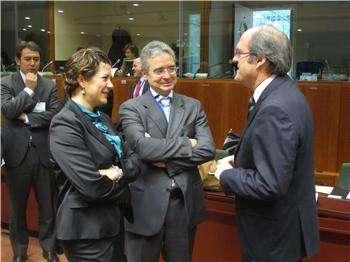 Gabilondo felicita a Vara por el pacto por la educación en Extremadura y espera