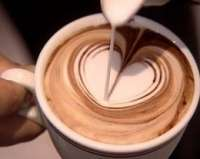 Una compañía asturiana de café por cápsulas busca llevar el arte a sus productos