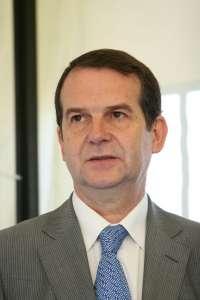 Caballero cree que Feijóo y Hernández gestionan los vuelos como si la Xunta fuera