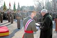 Especialistas del Ejército de Tierra celebran su patrón con una parada en la sede de la AALOG-41
