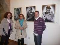 El Palacio de la Isla acoge la exposición de fotografía 'Retratos de Primera Mano'