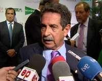 Revilla planteará mañana a Aguilar una solución para los afectados por la Ley de Costas y las concesiones de El Puntal