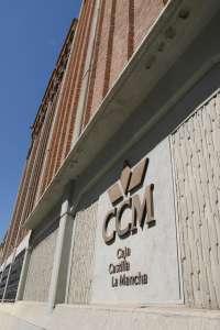 Banco CCM confirma que, aunque de momento no segrega todos sus activos al Banco Base, sigue