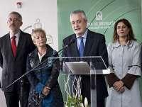Griñán defiende en Alcalá la Real la sanidad pública como un elemento clave que hace a la sociedad más fuerte