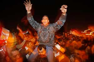 <p>Noche de fiesta en Tahrir</p>