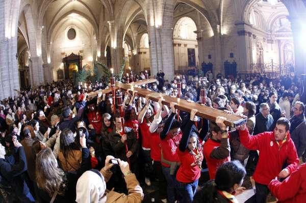 La Cruz de la Jornada Mundial de la Juventud visita la prisión de Picassent y el barrio del Carmen
