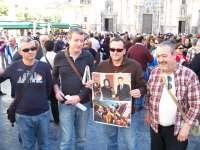 Unas 200 personas se concentran en la plaza Belluga de Murcia en protesta por la represión en Libia, Egipto y Túnez