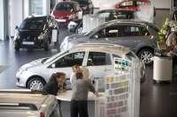 Las ventas de coches cerrarán febrero con una caída del 27% y en niveles de 1995