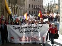 Más de un centenar de manifestantes de IU y PCE se concentran en Toledo contra los recortes sociales y el