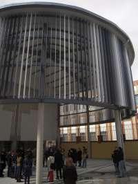 El colegio público Vázquez de Mella estrena la cubierta instalada en su patio