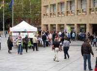 La plaza del Ayuntamiento se convierte en el escaparate de las actividades de las Asociaciones Culturales de La Rioja