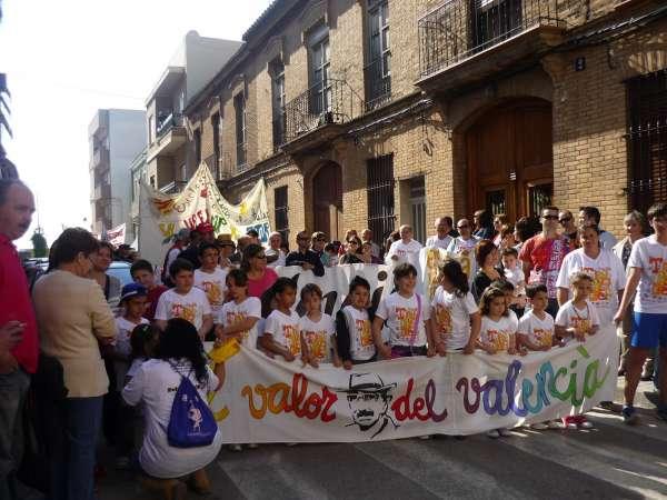 Más de 15.000 personas asisten a las Trobades en defensa del modelo de educación en valenciano