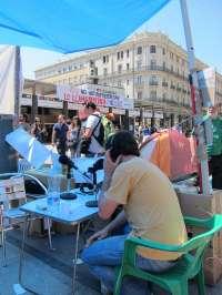 Radio Acampada ofrece en directo información inmediata desde la Plaza del Pilar