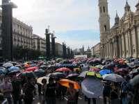 La paraguada congrega a miles de personas con el lema 'Vamos a protegernos de lo que se nos viene encima'