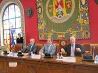 Zaragoza es un centro de referencia a nivel mundial en formación e investigación de logística, afirma Velasco