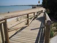 Montero asegura que el 99% de las aguas de baño de Andalucía son aptas para el disfrute, incluso las playas de Algeciras