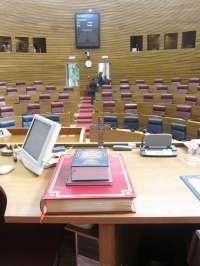 Compromís y EUPV lamentan que un crucifijo haya presidido la sesión de constitución de las Corts
