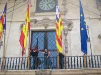 Pasan a disposición judicial los tres 'indignados' detenidos por escalar hasta el balcón del Ayuntamiento de Palma