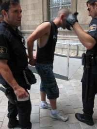 Dejan en libertad provisional a los tres 'indignados' detenidos por escalar hasta el balcón de Cort