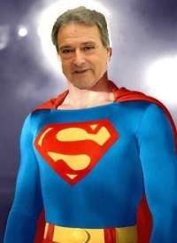 Joves Socialistes caricaturiza a Rus como Supermán tras compararse con un superhéroe