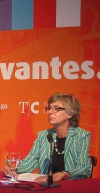 La directora del Cervantes y del Echegaray se muestra