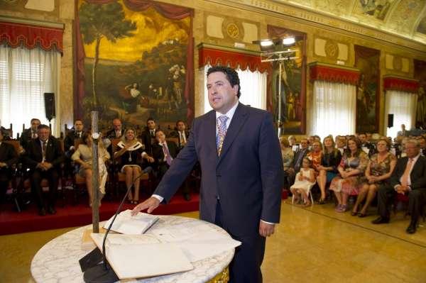 Javier Moliner, elegido nuevo presidente de la Diputación con los votos de los concejales del PP