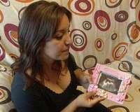 La madre del bebé que murió en el parto cree que su hija estaría viva si la cesárea se hubiera hecho antes