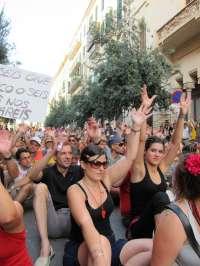Cerca de mil 'indignados' se manifiestan en Palma en contra la subida salarial del Govern de Bauzá