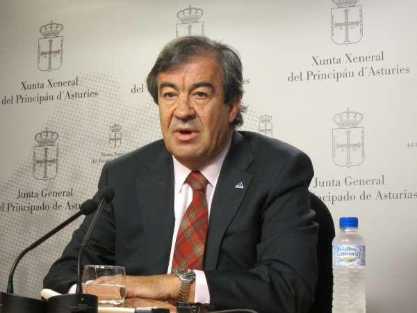 Álvarez-Cascos compromete reformar el sector público regional para que tenga un tamaño