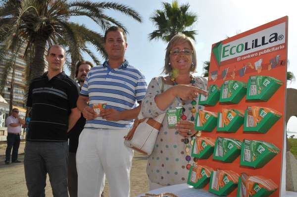 El Ayuntamiento de Málaga repartirá ceniceros desechables en distintas playas de la capital