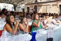 Cerca de 200 mujeres participan en una cata de vino solo para féminas en Sacramenia (Segovia)
