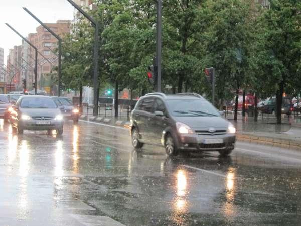Los cielos estarán hoy nubosos en el norte, este y sur peninsular y habrá tormentas fuertes en Valencia y Murcia