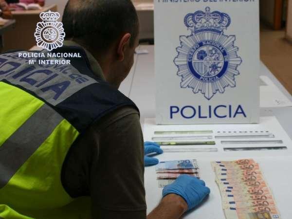 Dos detenidos cuando manipulaban los cajeros automáticos para sustraer el dinero de los reintegros