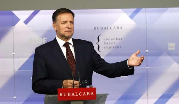 Iglesias reafirma su compromiso con el proyecto de Rubalcaba y dice que irá en las listas del Congreso o del Senado