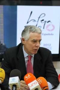 Menacho asegura que la Junta trabajará para la instalación de nuevas compañías en el aeropuerto de Jerez