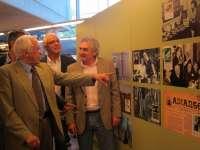 La exposición sobre el 50 aniversario de 'Memorias dun neno labrego' llega a Santiago de la mano de su