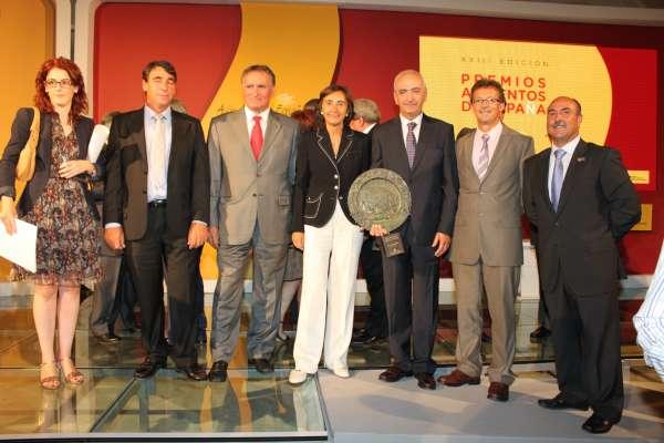 La ministra Aguilar entrega el Premio Extraordinario Alimentos de España al Grupo AN