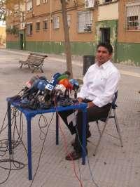El padre de Mari Luz niega haber cometido ningún delito y pone su cargo en el PP a disposición del partido