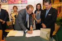 CAEA y Landaluz firman un acuerdo para promover la calidad de productos andaluces y crecer presencia en el mercado