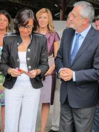 Griñán y Aguilar abogan por un precio justo para el aceite al inaugurar una nueva almazara en Baena (Córdoba)El r