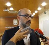 El actor riojano Javier Cámara muestra su