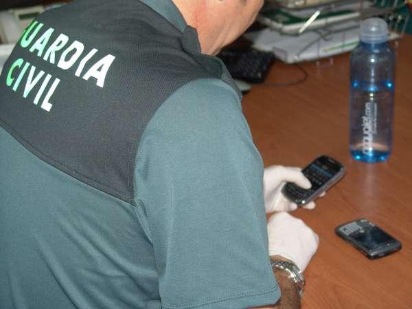 A prisión por estafar más de 140.000 euros en telefonía móvil usando datos de clientes de su locutorio