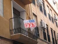 La venta de pisos cae un 8,5% interanual entre abril y junio, según los registradores